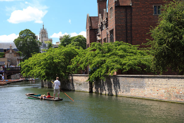 Punting In Cambridge- Pros and Cons of Studying Abroad for Graduate Students